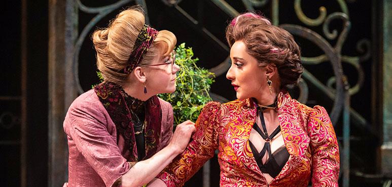 Amelia Sargisson (left) as Luciana and Alexandra Lainfiesta as Adriana. Photography by Cylla von Tiedemann.